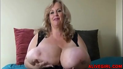 Naughty BBW mom plays with unreal..