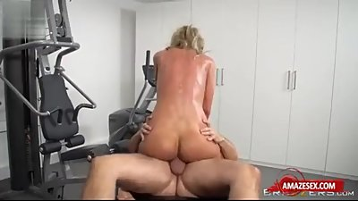fitness wife get massage and fucked..