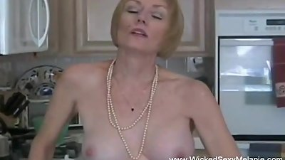 Amateur GILF Needs To Suck Dick