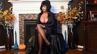 Elvira is Fucking Hot
