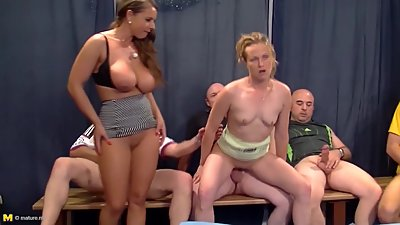 German mature mutters gets big gangbang