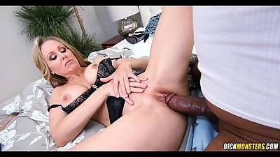 Super MILF loves a BBC