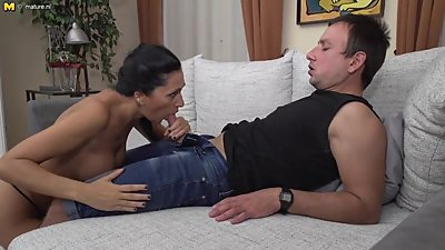 Naughty MILF fucking and sucking young..