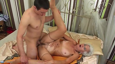 MILF and GILF suck and fuck two young..