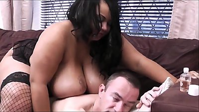 Very motivated black BBW masseuse