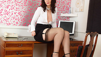 Scottish milf Toni Lace will get you..