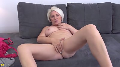 Real amateur mom wants to be fucked in..