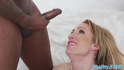 Cuckolding beauty loves black cocks