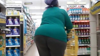 Bbw Gilf walkin that big ass around