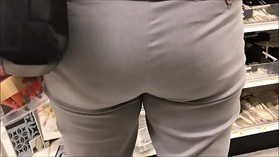 Candid voyeur nice ass in tight pants